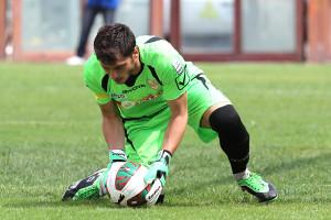 Lagomarsini blocca a terra un pallone (foto Gabriele Maricchiolo)