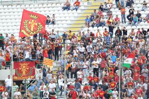 """I tifosi presenti domenica sugli spaltidel San Filippo per la """"prima"""" con la Lupa Roma"""