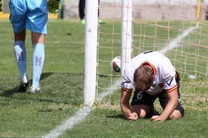 Il difensore centrale Mirko Stefani si rammarica per il gol del possibile 3-2, mancato d'un soffio contro la Lupa Roma