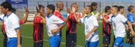I saluti tra i calciatori di Taormina e Milazzo