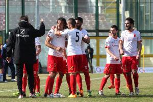L'ex Trapani festeggia con Corona un gol