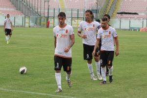 I giocatori del Messina escono dal campo