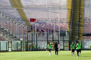 I calciatori ospiti ringraziano i tifosi al seguito (foto Paolo Furrer)