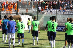 La Casertana esce dal campo dopo l'1-5 (foto Paolo Furrer)