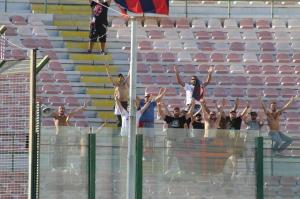 I tifosi della Casertana nel settore ospiti (foto Paolo Furrer)