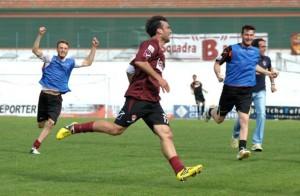 Luca Orlando celebra una rete realizzata con la maglia dell'Aversa Normanna