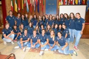 La prima squadra della Waterpolo Despar Messina e le ragazze del Settore Giovanile
