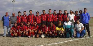 Ivan Parlato è il quinto in piedi da sinistra, nel Pistunina di fine anni '90-inizio Duemila, presieduto da Mimmo Velardo