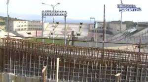 Il muro che sovrasta la Tribuna Nord del San Filippo, riedificato dopo il crollo del maggio 2011