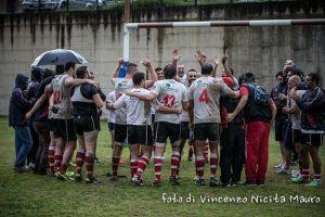 La gioia dei giocatori dell'Amatori Messina per la vittoria ottenuta nel derby di Reggio Calabria
