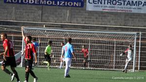 Il terzo gol del Sorrento di Caraccio. Convalidato nonostante vi fosse un giocatore del Due Torri a terra