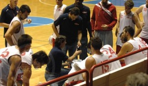 Alex Finelli (Forl') parla alla squadra durnate un time out