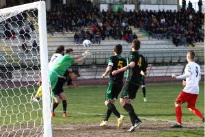 Un'azione di gioco di Melfi-Messina del marzo 2014