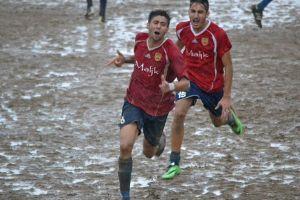 Ancora l'esultanza dei calciatori del Cefalù, capolista in solitaria del girone B