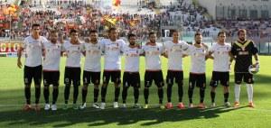 La formazione titolare del Messina, che ha conquistato la terza affermazione stagionale in campionato dopo quelle con Reggina e Lecce (foto Paolo Furrer)