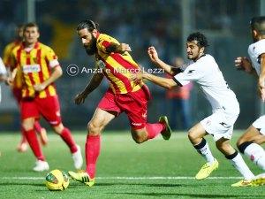 Davide Moscardelli in azione a Torre Annunziata contro il Savoia. A Messina dovrebbe partire titolare