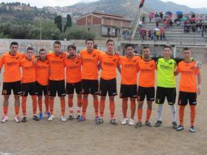 Una formazione della Stefanese, sconfitta nel derby da L'Iniziativa di San Piero Patti