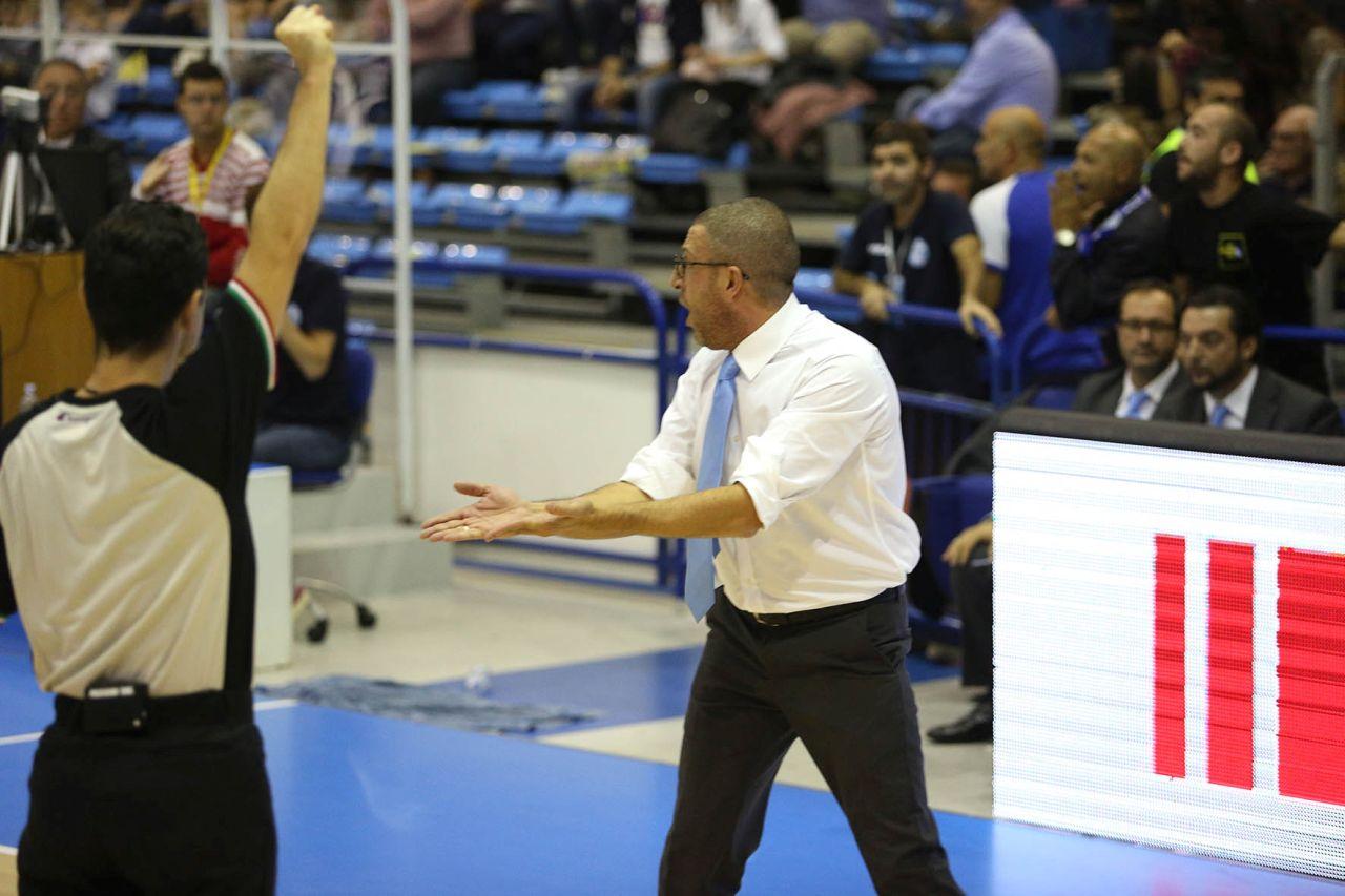 Coach Griccioli protesta