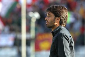 Il tecnico Gianluca Grassadonia osserva la squadra dalla panchina (foto Gabriele Maricchiolo)
