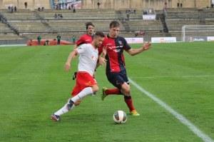 Vincenzo Pepe in azione contro il Cosenza. Avventura in giallorosso al capolinea per lui?