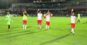 La squadra ringrazia i tifosi al seguito per il sostegno incessante a fine gara
