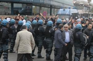 Alla Rada San Francesco fu necessario un cordone di poliziotti per scongiurare l'eventuale scontro tra tifosi del Messina e sostenitori ospiti giunti da Catanzaro