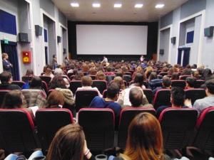 Il folto pubblico di studenti presenti all'ex Sala Visconti