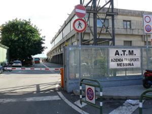 L'ingresso della sede dell'Azienda Trasporti di Messina