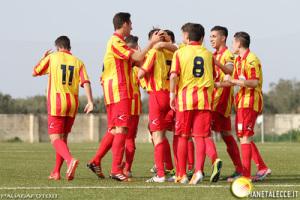 L'esultanza dei giocatori del Lecce