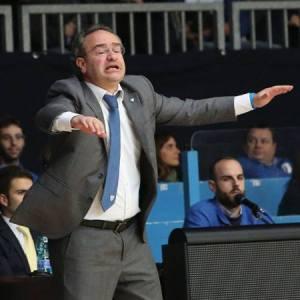 Il coach di Cantù Pino Saripanti