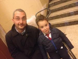 Il dott. Gianluca Vita con il piccolo Domenico Russo