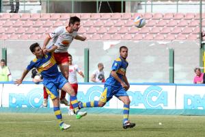Il gol realizzato da Roberto Chiaria in Messina-Ischia