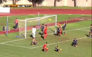 La rete del momentaneo 1-1 di Altobello. Per il centrale campano, arrivato in prestito dal Parma, primo gol che cancella anche la disattenzione difensiva precedente