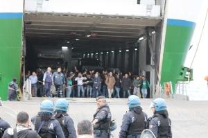 L'arrivo dei tifosi catanzaresi alla Rada San Francesco (foto Paolo Furrer)