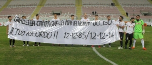Lo striscione dedicato alla memoria di Graziella Campagna