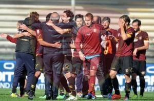 L'esultanza dei calciatori della Salernitana