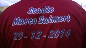 La t-shirt dedicata allo sfortunato centrocampista di Milazzo e Due Torri