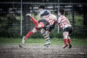 Placcaggio acrobatico (foto Nicita)