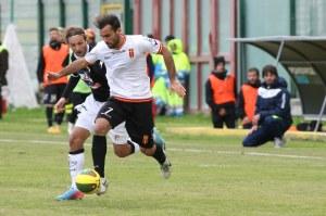 Orlando in azione contro il Savoia. Con i campani terza marcatura stagionale per lui (foto Alessandro Denaro)