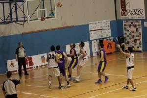 Basket School - Castane, si lotta a rimbalzo