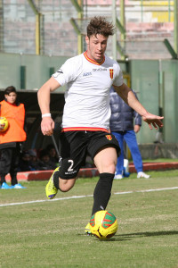 Dopo la gran prova contro il Benevento, l'ex crotonese Marco Cane presidia con costanza la corsia destra (foto Alessandro Denaro)