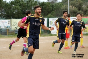 Cefalù-Iniziativa 3-0 L'esultanza di D'Amico dopo il gol