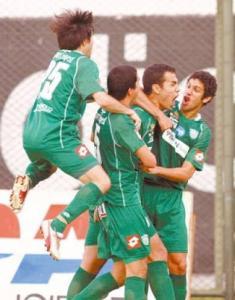 Garcia celebra con i compagni una sua marcatura