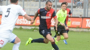 L'attaccante Saveriano Infantino in azione con la maglia della Torres