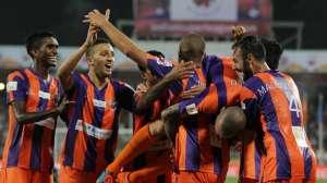 """Magliocchetti e compagni celebrano una rete di Trezeguet: insieme a Katsouranis, Belardi e Cirillo erano tra le """"stelle"""" del Pune City"""