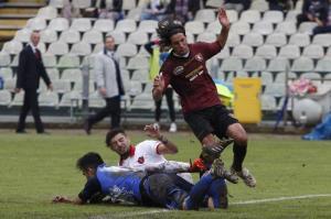 Mancini, sempre con la divisa granata, in azione contro il Perugia