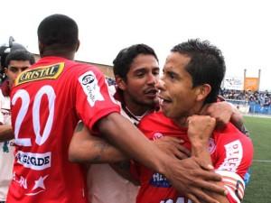 Merino celebra una rete realizzata nel campionato peruviano