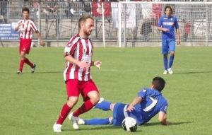 Nicolò Donida in azione con la maglia del Cuneo, indossata per tre stagioni. Per lui ben 96 presenze in biancorosso: è stato assoluto protagonista della promozione in Prima Divisione