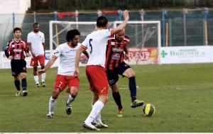 Mancini ed Altobello provano a contenere Rajcic, apparso davvero in palla
