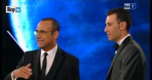 Carlo Conti e Vincenzo Nibali sul palco